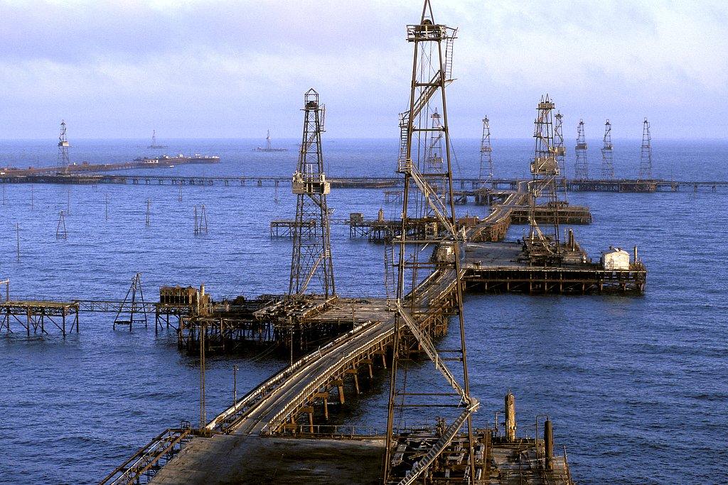 azerbaijan - the oilfield